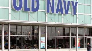 Woman gives birth to daughter in Old Navy parking lot