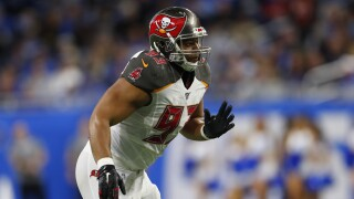 Buccaneers keeping defense together, re-sign Ndamukong Suh for $8 million