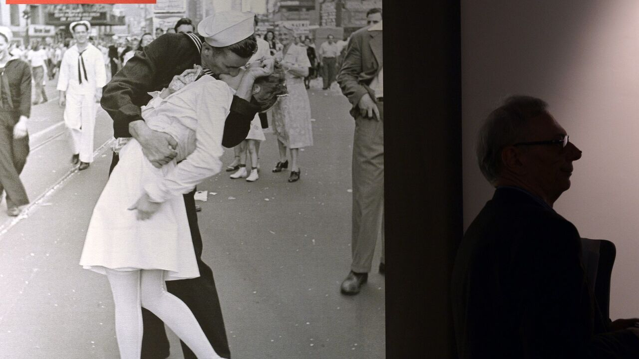 Man who claimed to be sailor in WWII Times Square kiss photo dies at95