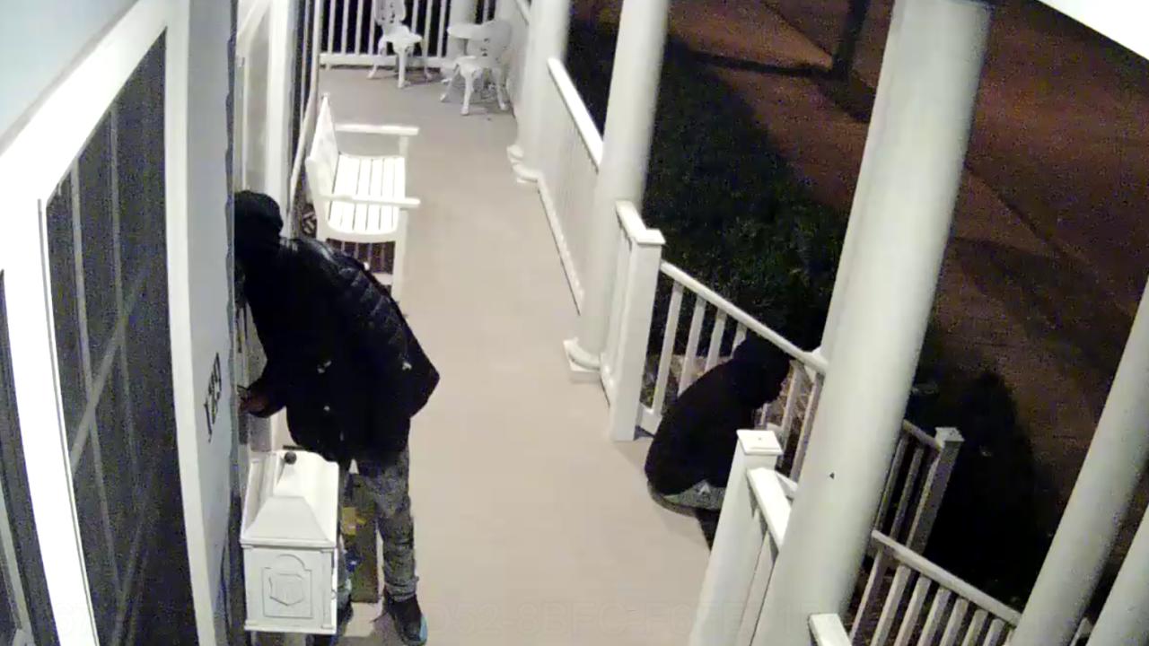 Burglars break into Portsmouth house while homeowner wasupstairs