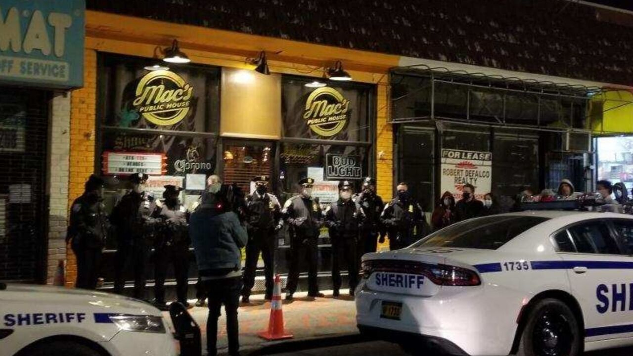 nyc-sheriff-deputies-shut-down-macs-public-house-staten-island-dec-2020.jpg