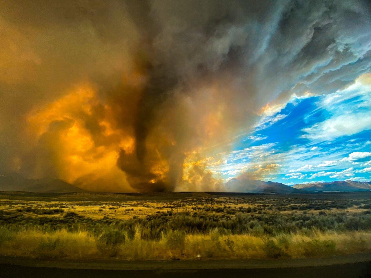 Fire_Tornado_Loyalton_fire_SOURCE_KateLynn and Jordan Hewlett.jpeg