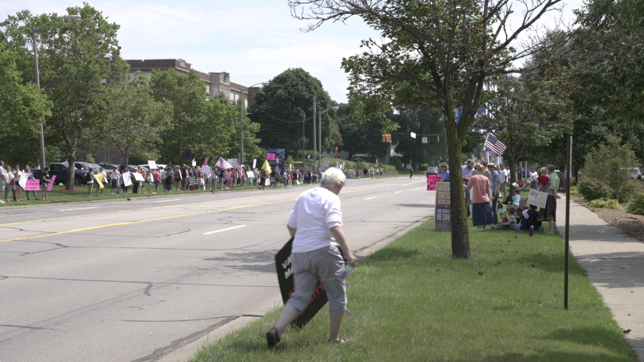 Henry Ford Health vaccine protest