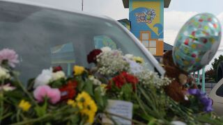 People killed in duck boat tragedy weren't wearing life jackets when found, source says