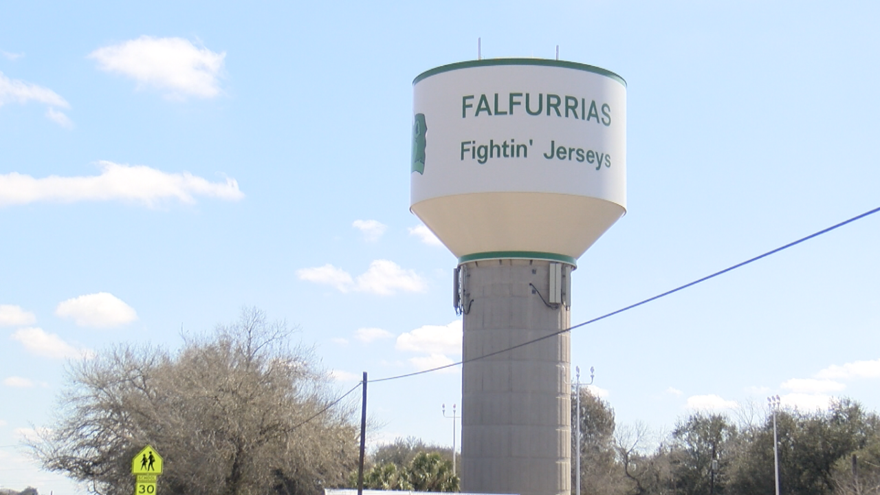 Brooks Co. family members are willing to fill up jugs of freshwater