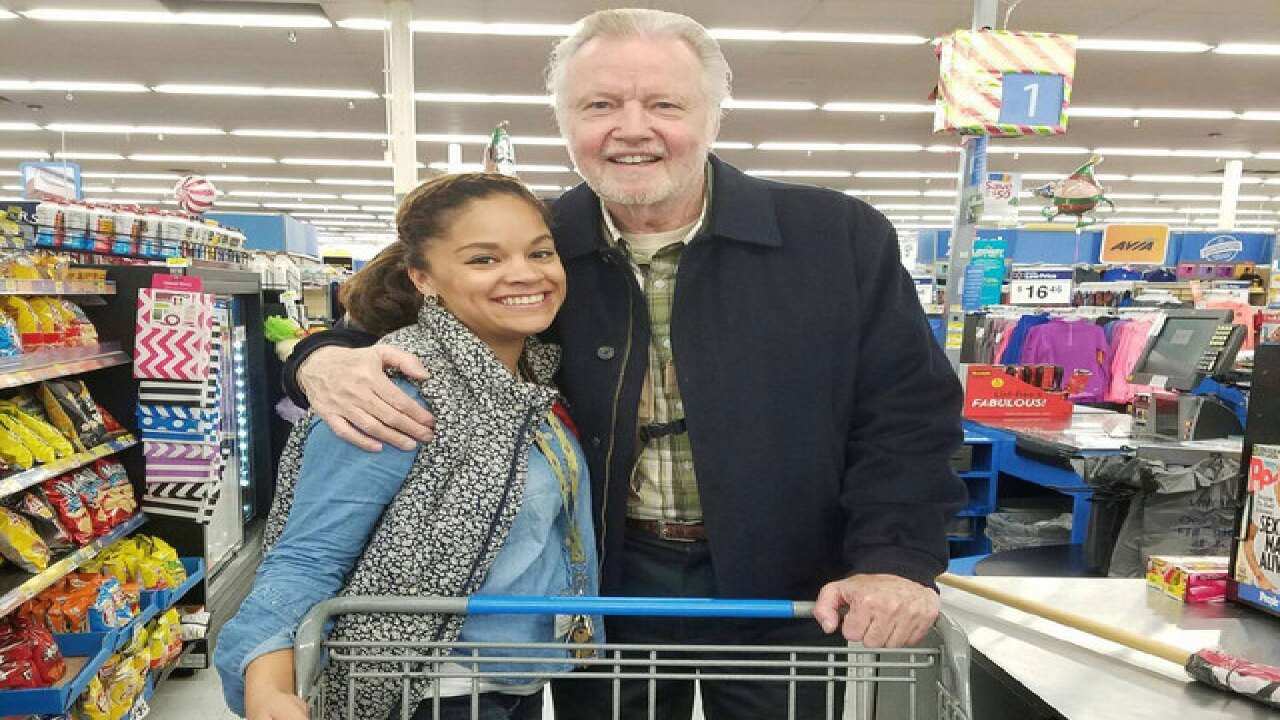 Actor Jon Voight buys Thankgiving turkeys for charity