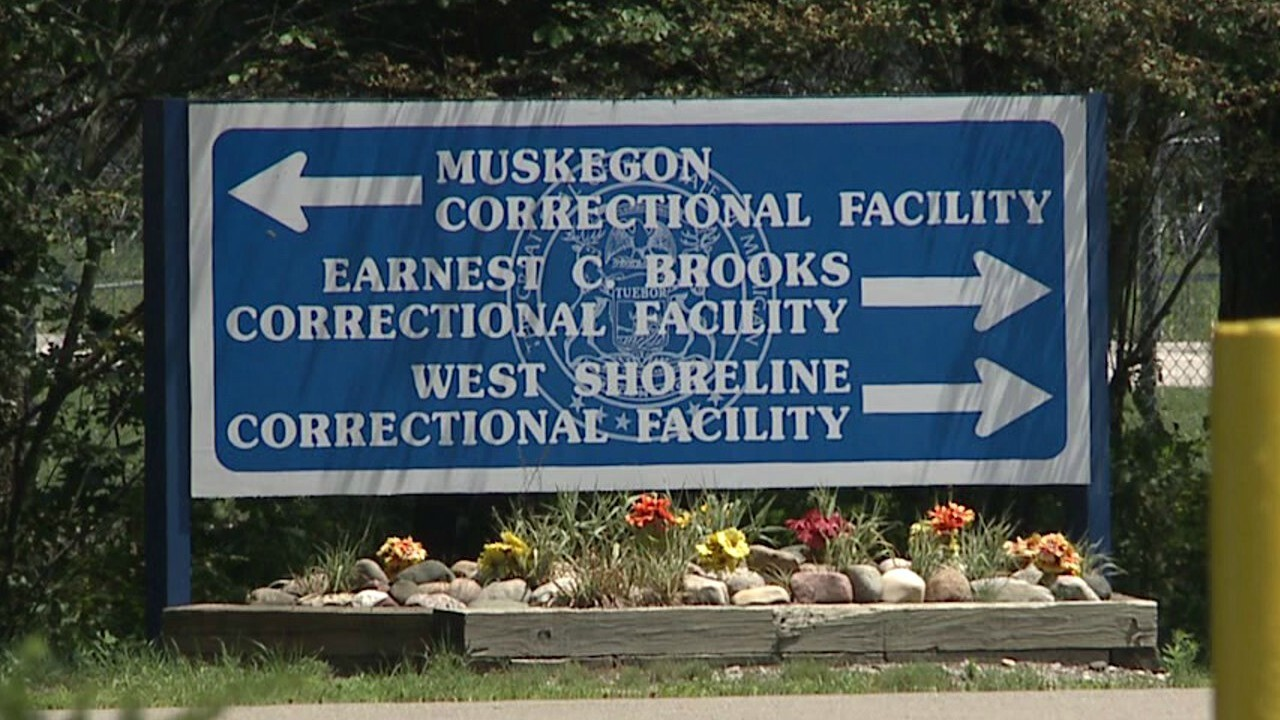 Muskegon prison officer dies of meningitis, inmate infected