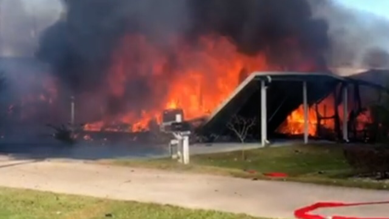 Helicopter crashes into Sebring mobile homes