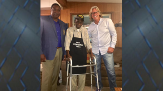 Deputies, country singer Billy Dean surprise WWII veteran at Quincy home.png