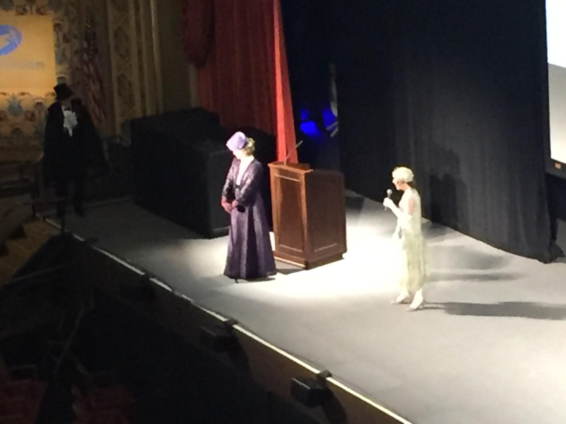 Photos: 'Downton Abbey' star stuns fans at Richmond previewscreening