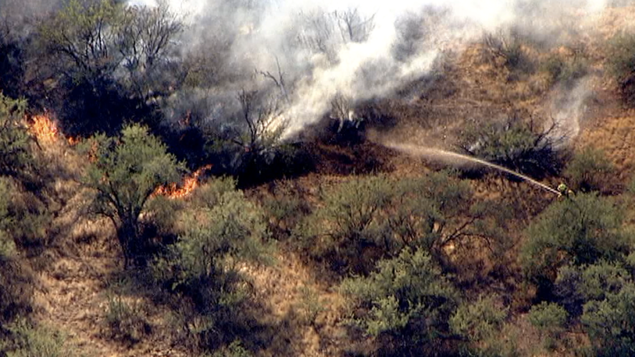 Brush fire north of Sunset Point - I-17 closed