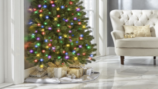 'Half' Christmas Trees Are Perfect For People Who Hate Decorating The Wall Side