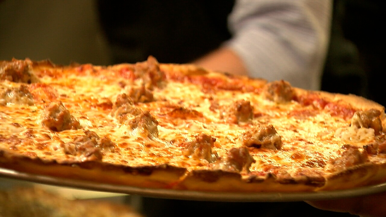 Castle Rock pizza shop owners work to help each other