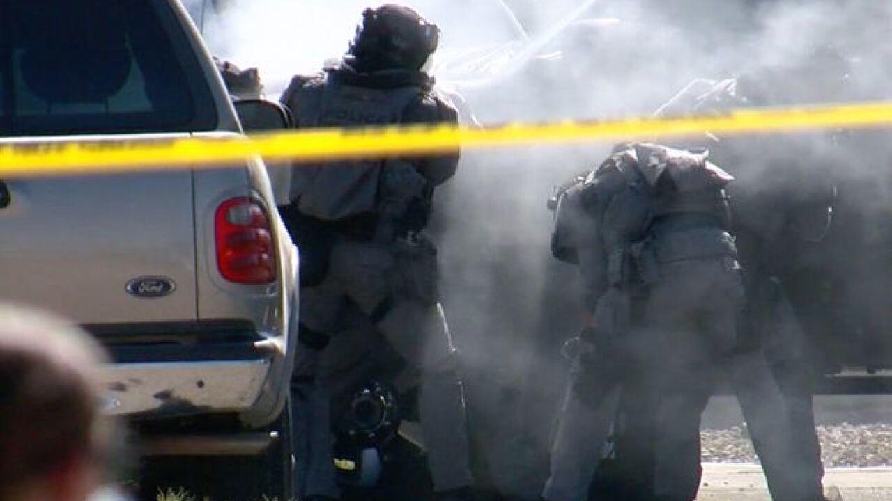 UPDATE: Robbery suspects exchange gunfire with Phoenix