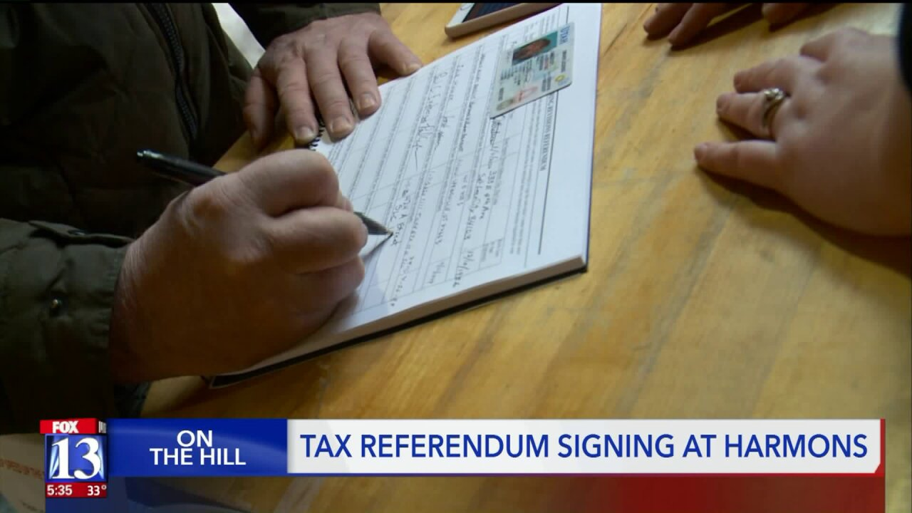 Local grocery shoppers sign tax referendum petition