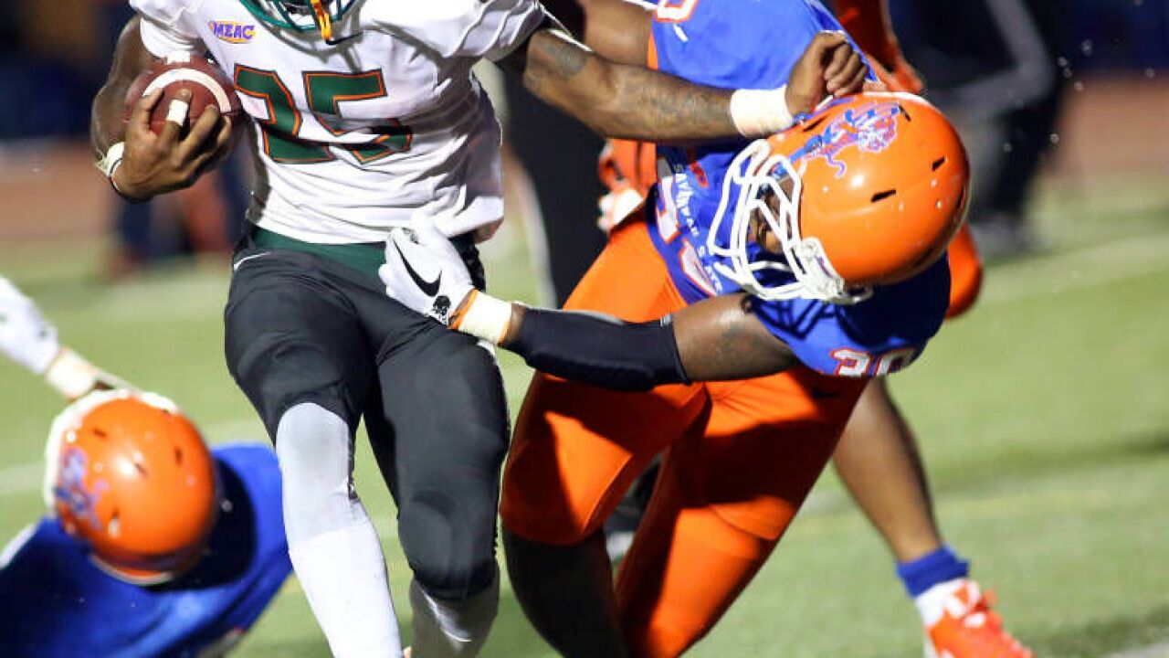 Rattler Gridders Escape Savannah With 20-14 Win