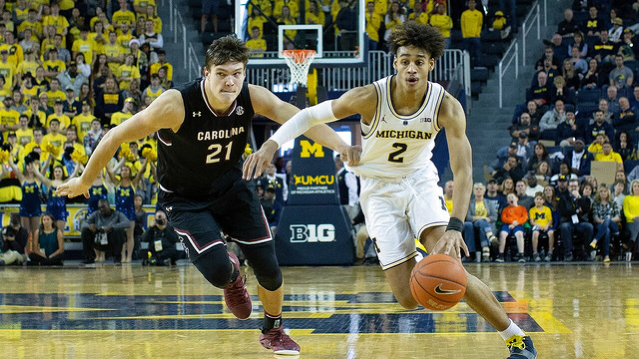 No. 5 Michigan stays unbeaten, tops South Carolina