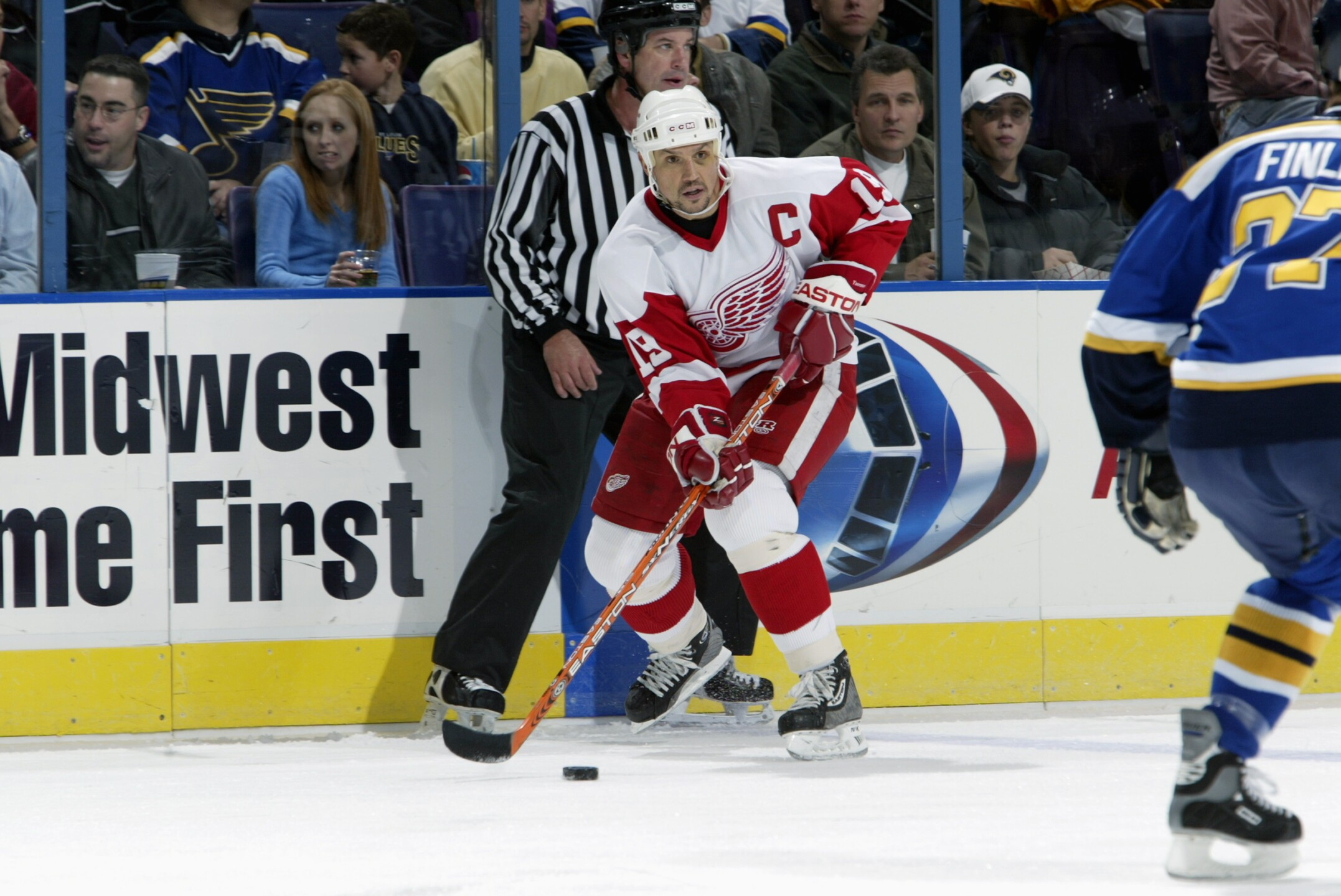 Red Wings v Blues