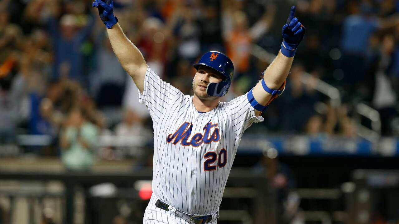 Pete Alonso of the New York Mets breaks MLB's rookie home run record