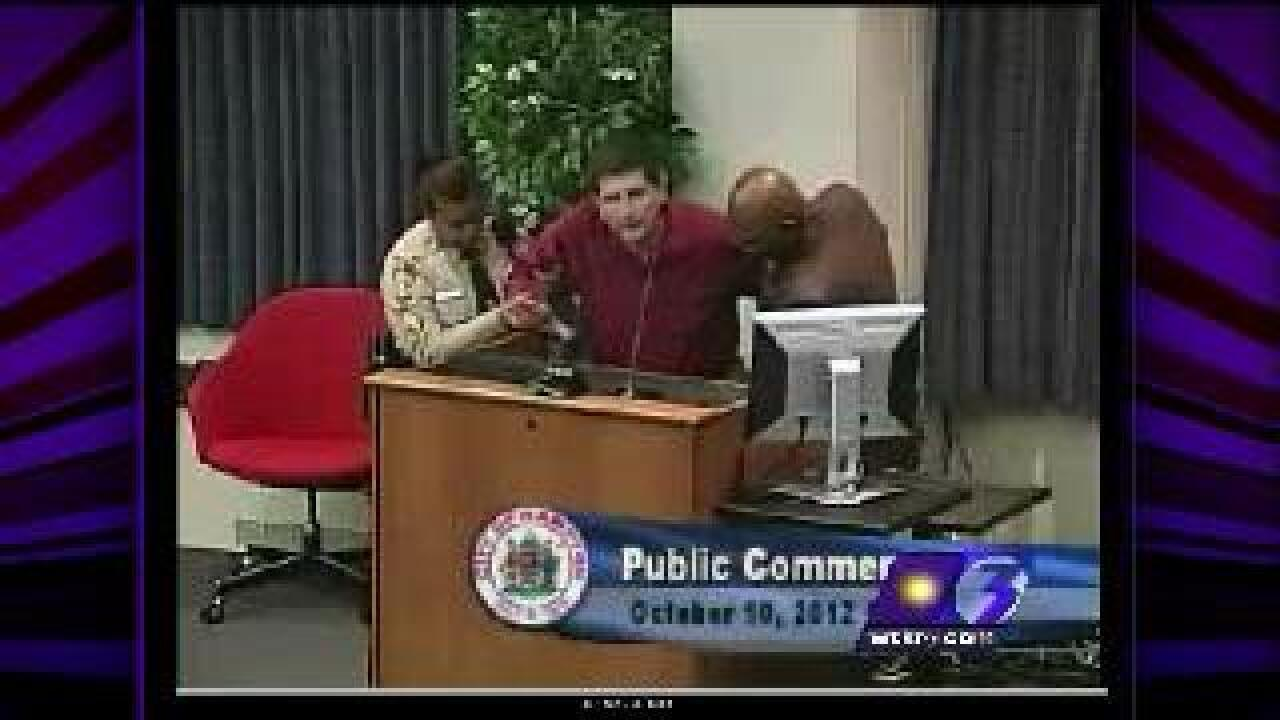 Former state lawmaker kicked out of Hampton council meeting, charged with trespassing