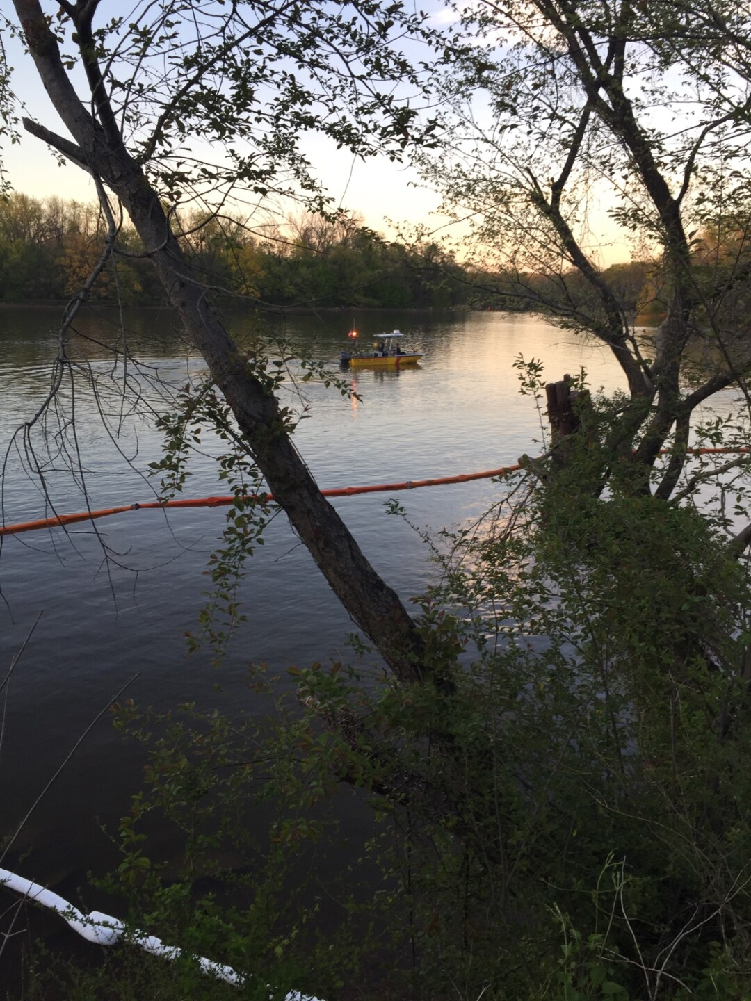 Photos: Oil slick on James River closes Dutch Gap boat landing