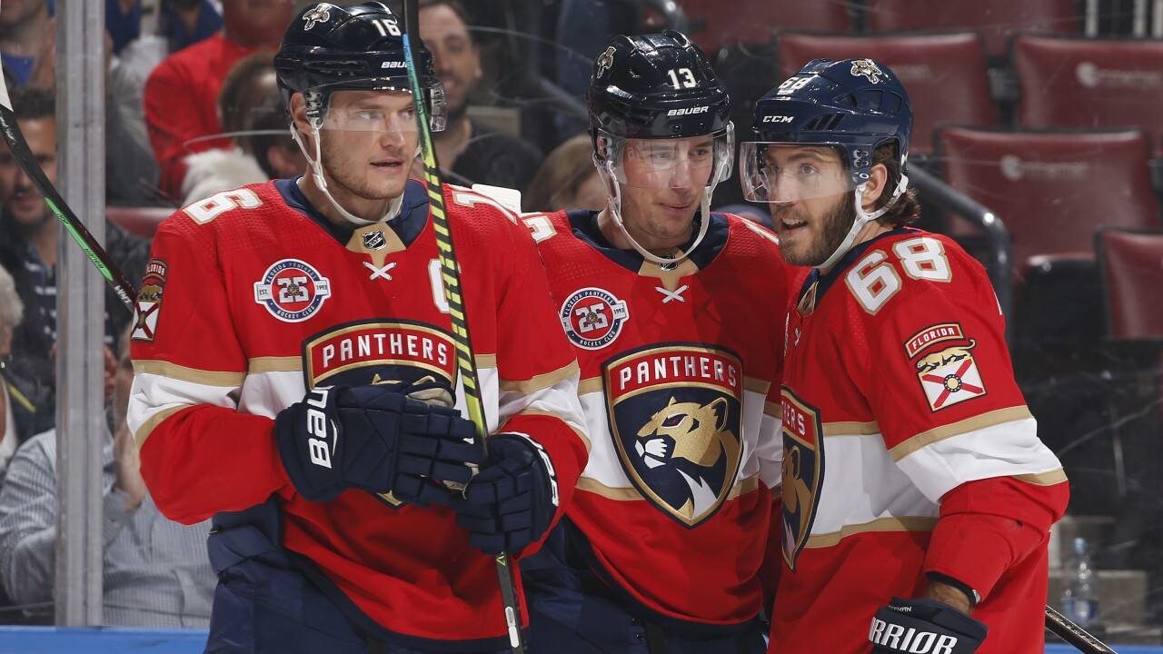 Panthers start fast, rout Red Wings