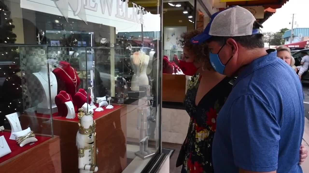 Couple shops in downtown Stuart weekend before Christmas 2020