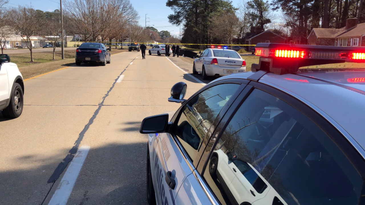 Hampton Police investigating after man found dead in ditch