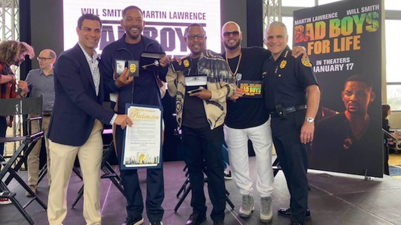 wptv-will-smith-martin-lawrence-miami-officers.jpg