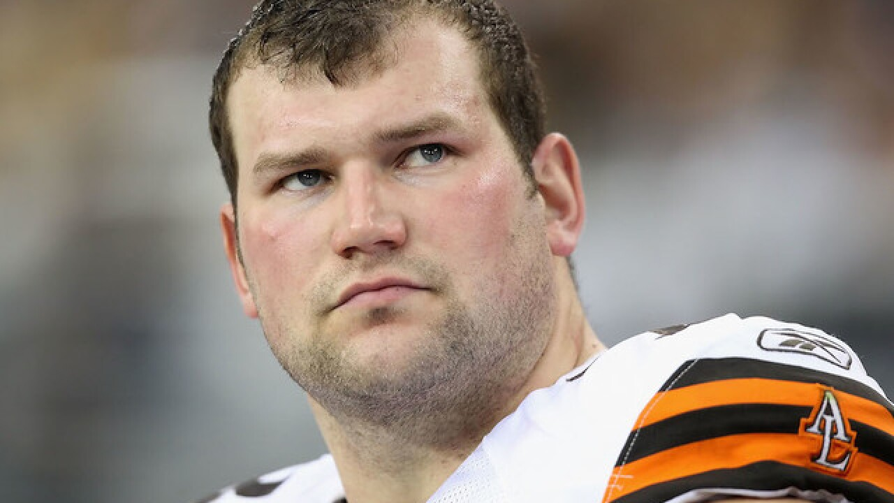 Cleveland Browns' Joe Thomas declares himself questionable for game due to 'receding hairline'