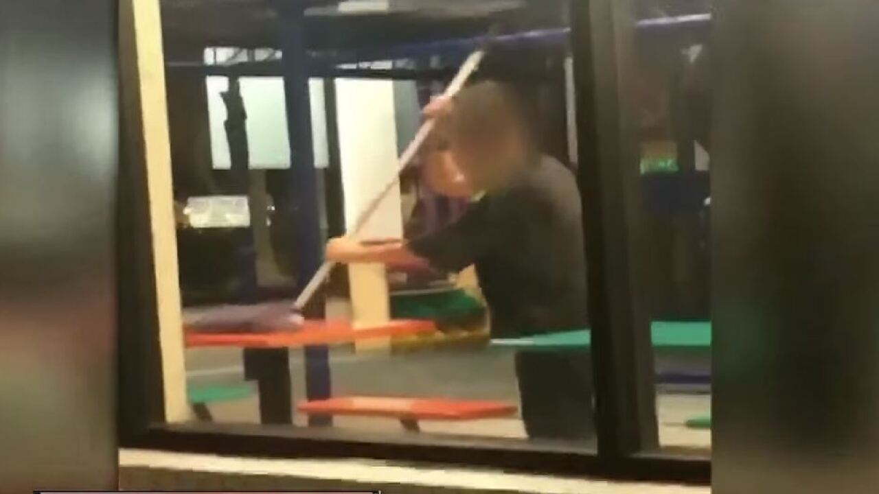 Florida Burger King employee caught on video cleaning table with floor mop