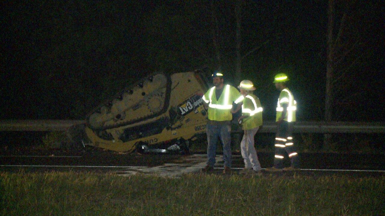 Dump truck loses Bobcat in crash that closedI-295