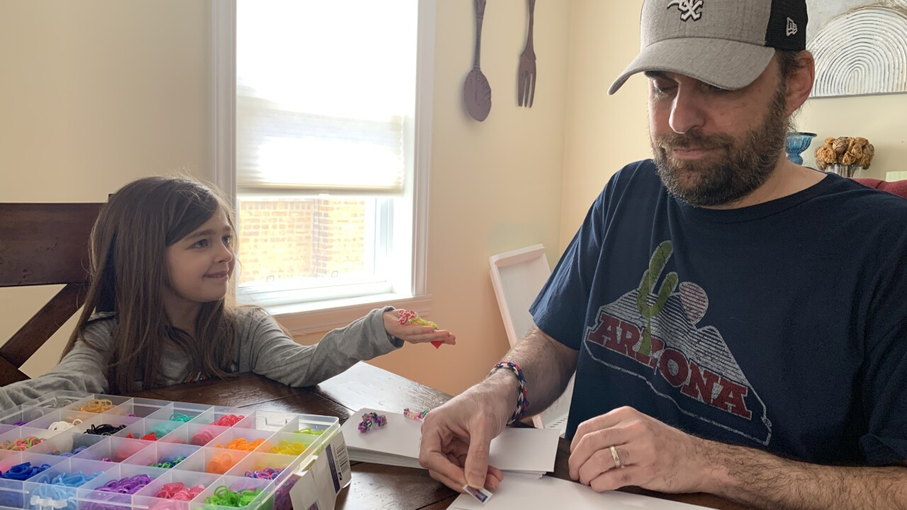 Hayley making friendship bracelets to help Chicago hospital