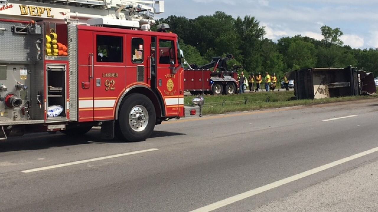 U S  75 rollover crash causes brief lane closures