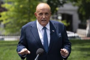 Early reviews of 'Borat' film describe hotel room scene with Rudy Giuliani