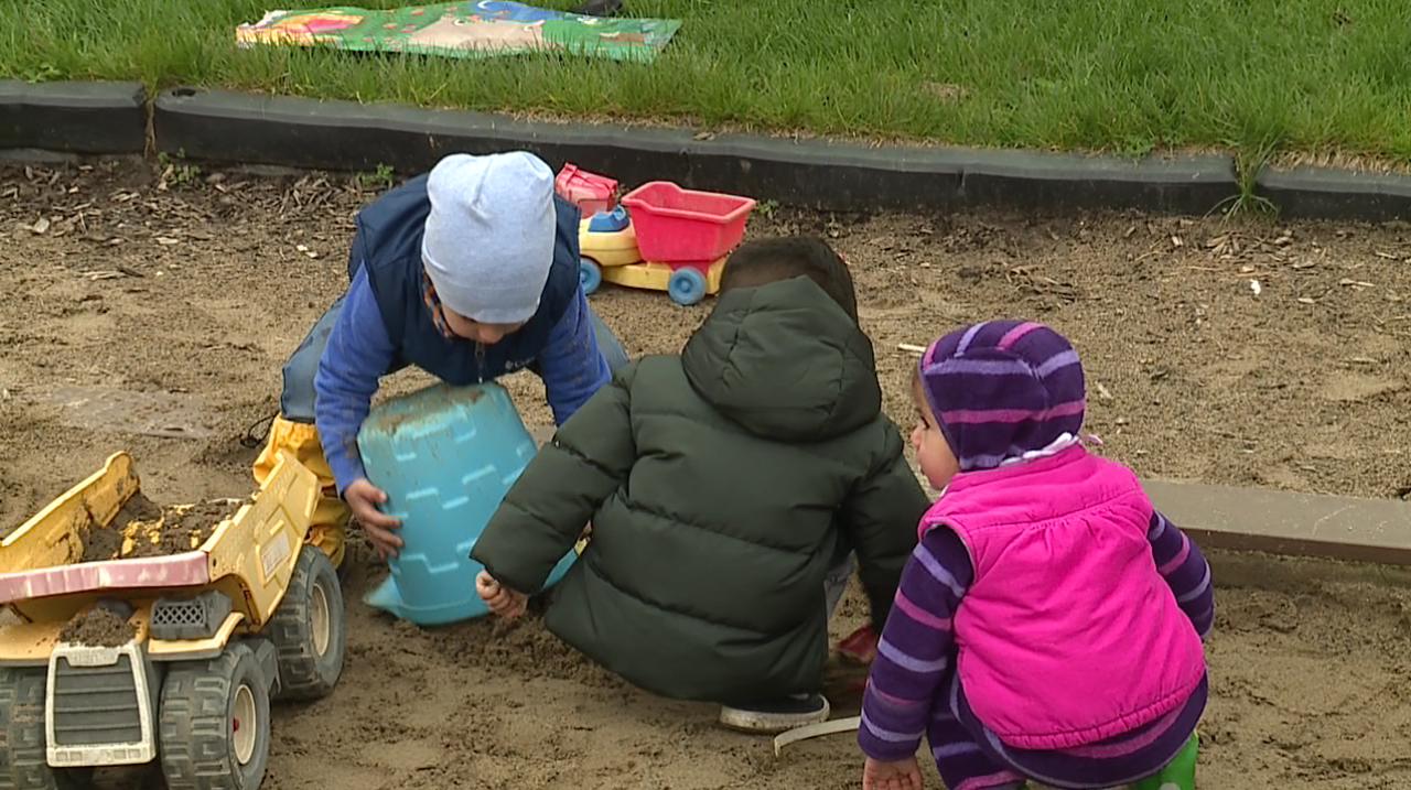 Kids playing in sandbox at Beverly Hills Park