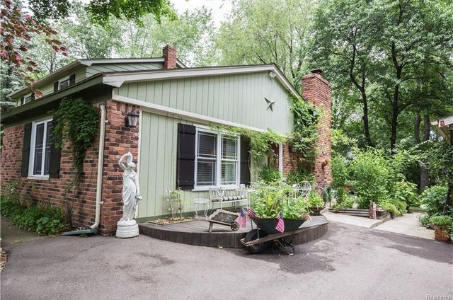Photo gallery: Madonna's childhood home in Michigan sells for $411K