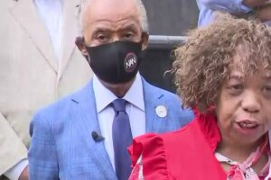 Eric Garner's mother calls for national ban to police chokeholds