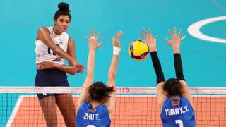 Team USA women's volleyball stuns No. 1 China in straight sets
