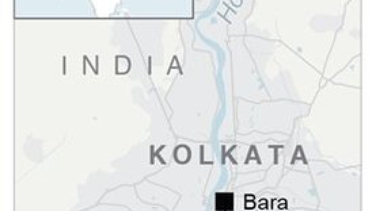 India overpass collapses kills, traps drivers