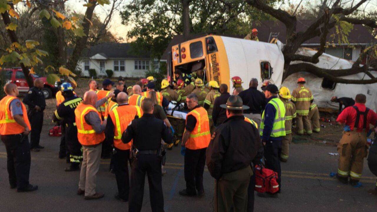 Chattanooga residents rush to give blood after bus crash