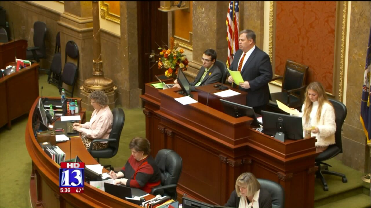 Bill requiring witnesses by law to call 911 fails in UtahHouse