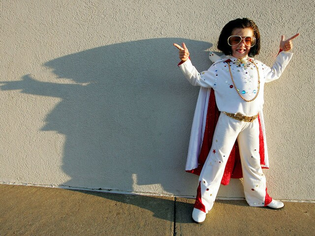 Photos Elvis Presley Impersonators Of All Shapes Sizes