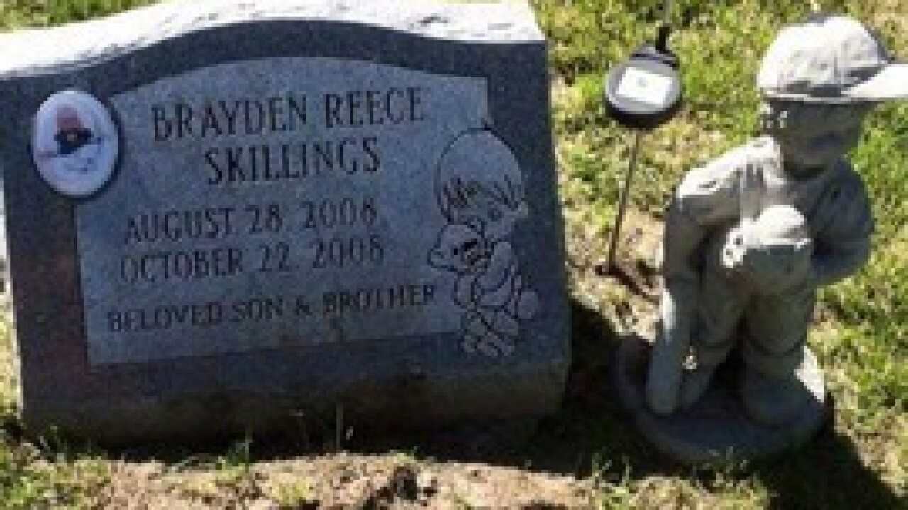 Family finds statue missing from grave site