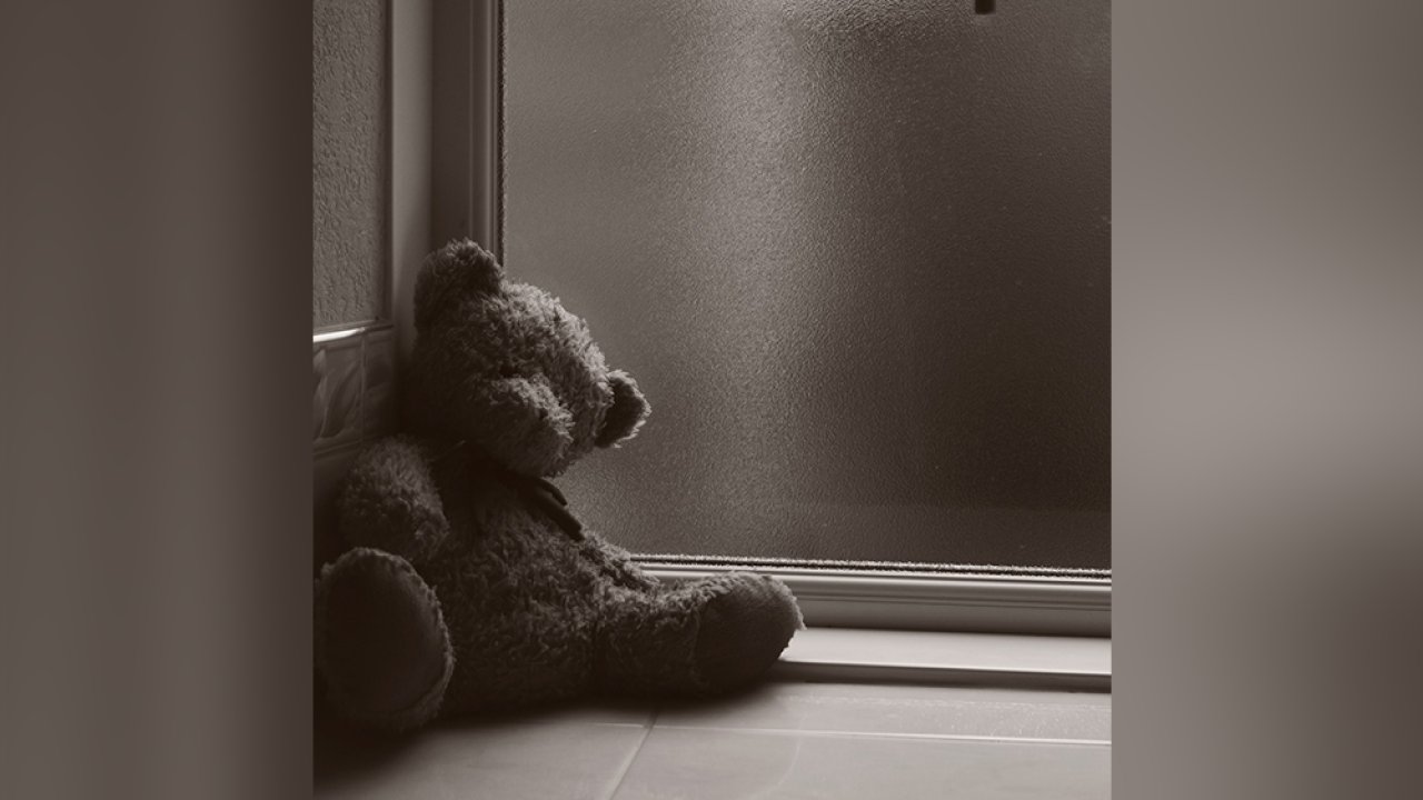 Sad-children-child-teddy-bear.png