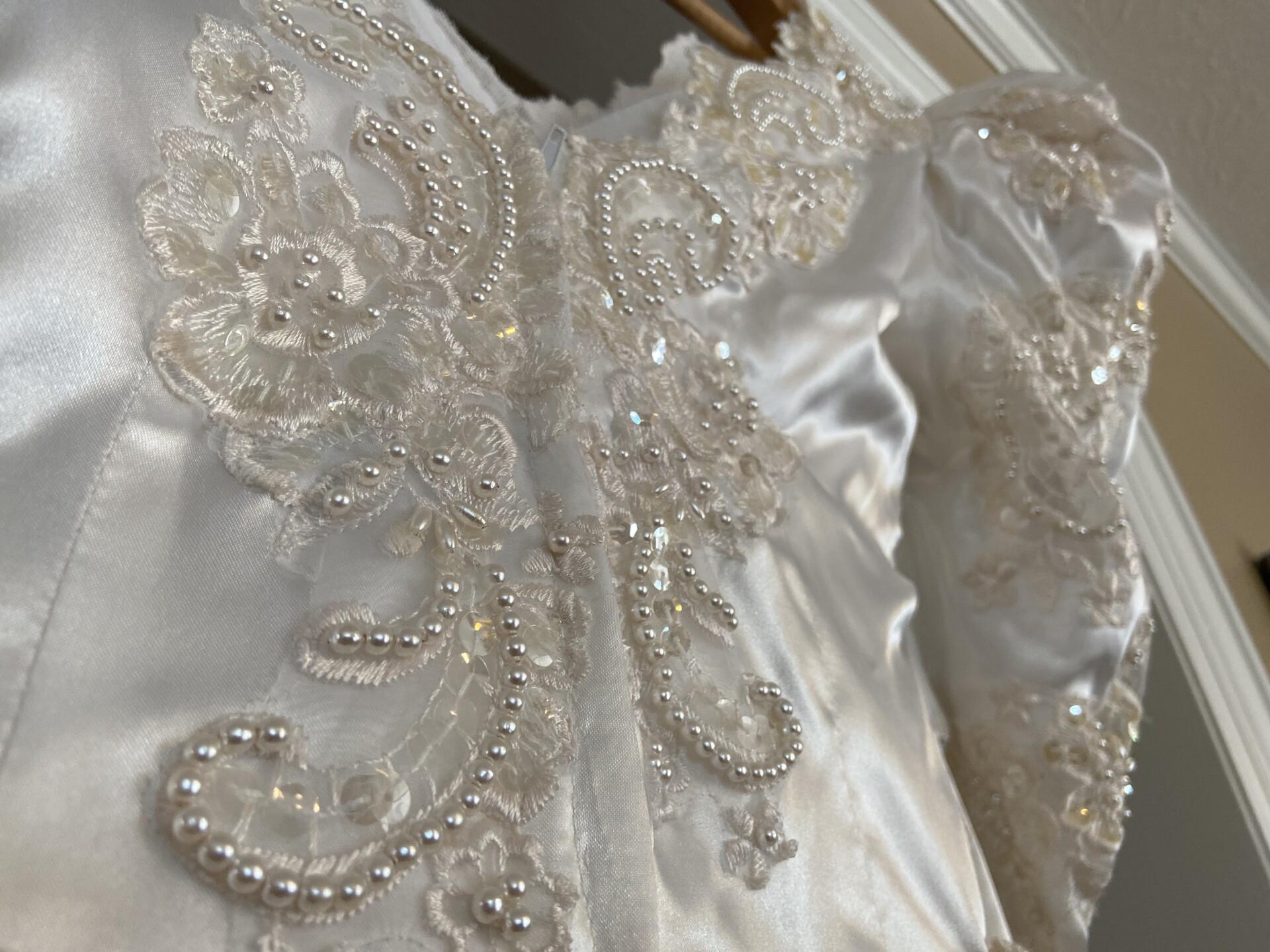 WeddingDressMystery8.JPG
