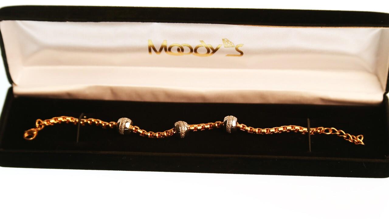 Bracelet w diamond balls.jpg