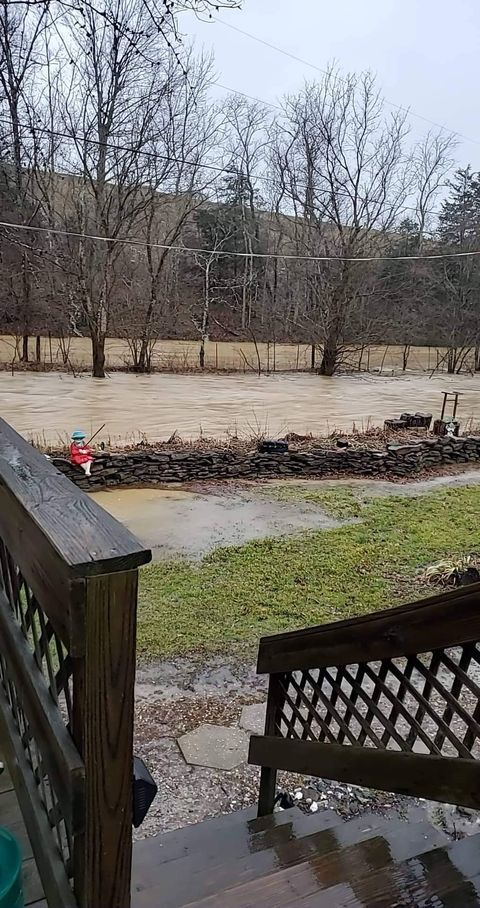 Pictures taken in Elmville, KY this morning around 7am.jpg