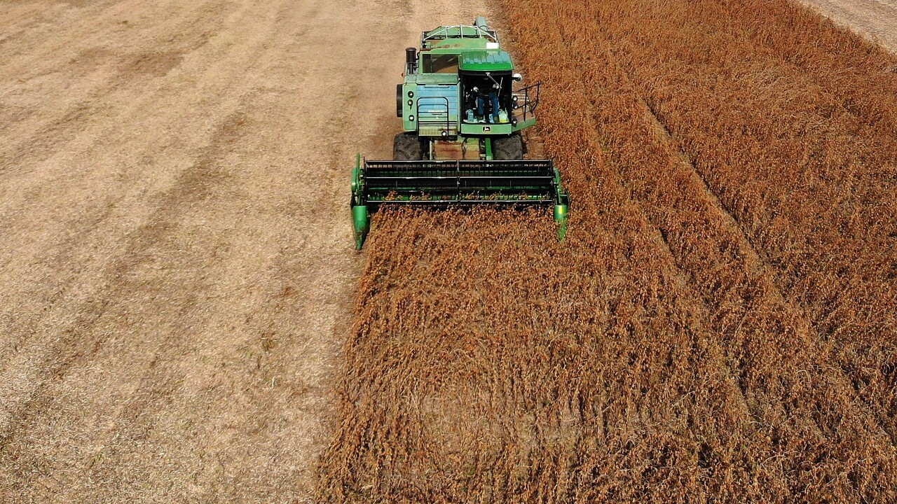 Community helps save a farmer's harvest after he was diagnosed with cancer