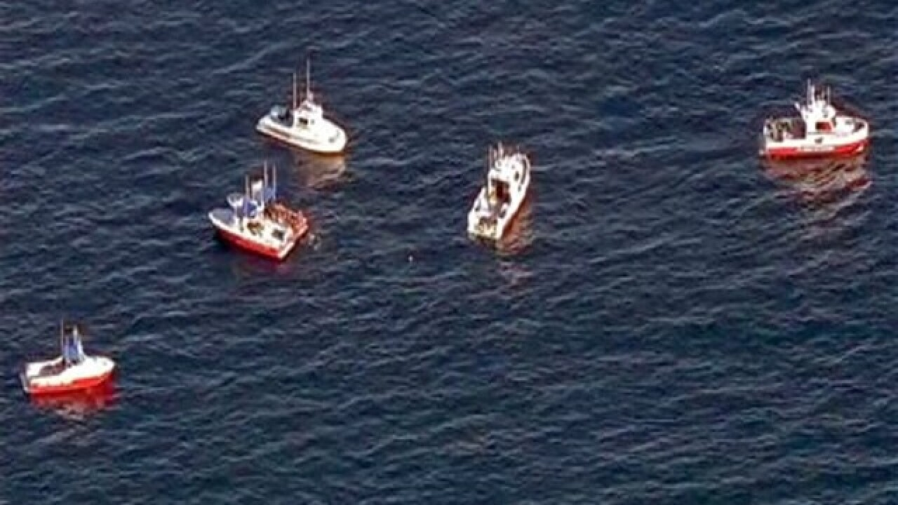 Divers find 2 bodies, plane wreckage off Calif.
